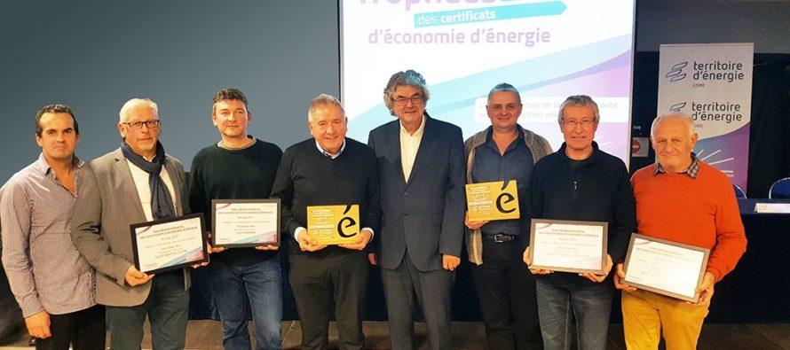 Bernard Laget, président du SIEL, remet les trophées d'économie d'énergie