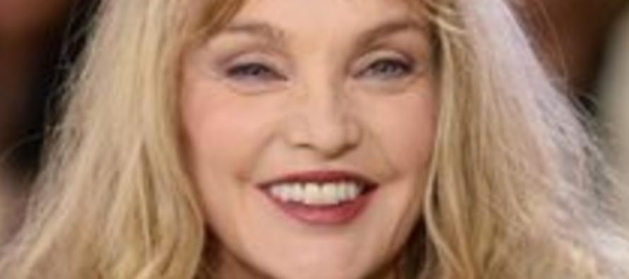 Arielle Dombasle marraine de face à face